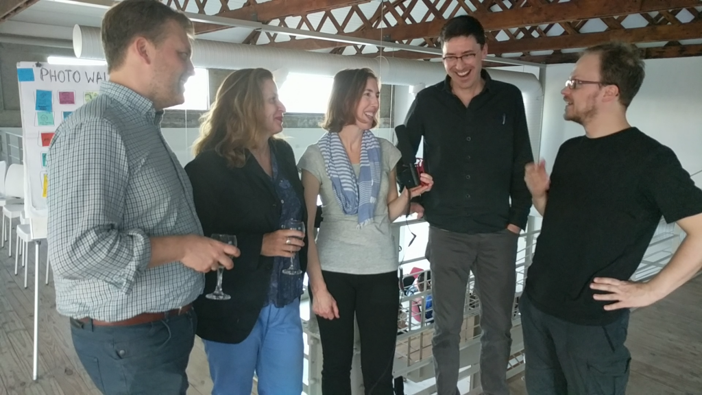 Alek Tarkowski, Delia Browne, Melissa Hagemann, Philipp Schmidt, Jöran Muuß-Merholz (v.l.n.r. | Ausschnitt aus dem Video, CC BY 4.0 von Jöran Muuß-Merholz)