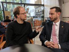 Jöran Muuß-Merholz (li) im GEspräch mit Ryan Merkley (re), Foto von Chris Dies CC BY 4.0