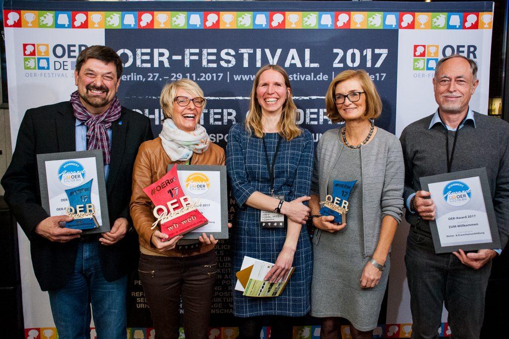 Nominierte, Preisträgerin und Laudatorin des Bildungsbereiches Weiterbildung/Erwachsenenbildung, Foto von Andreas Domma für OERde17, CC BY 4.0