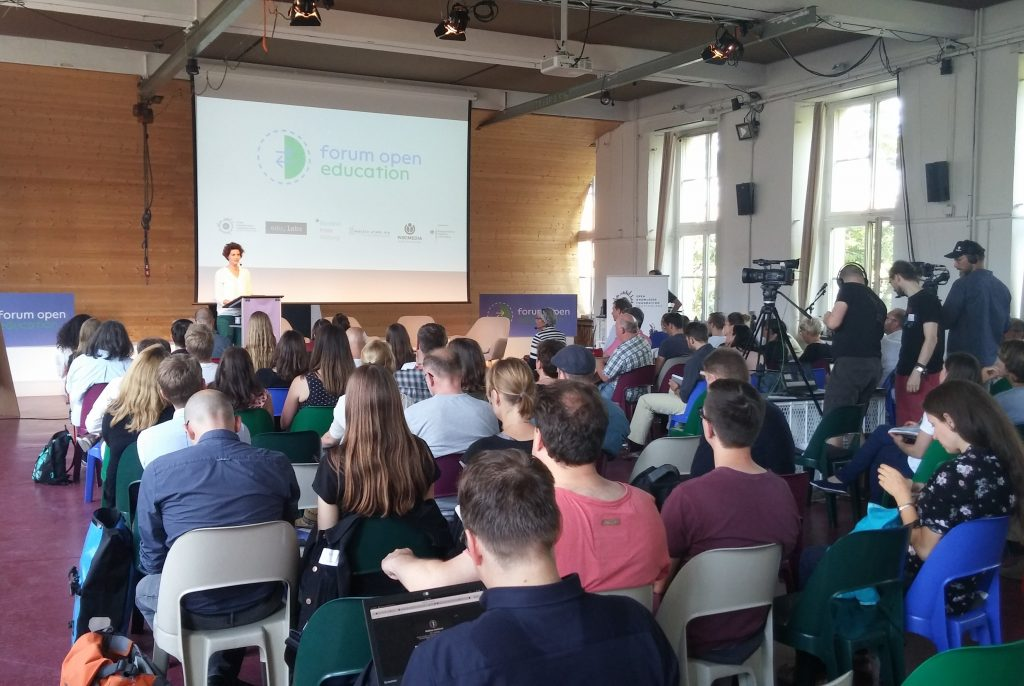 """Eröffnung des Forum Open Education. Foto: Luca Mollenhauer, <a href=""""https://creativecommons.org/licenses/by/4.0/legalcode""""> CC BY 4.0</a>."""