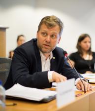 Alek Tarkowski bei der Veranstaltung COMMUNIA Right Copyright in Brüssel, 2017. Foto: Sebastiaan ter Burg, CC0.