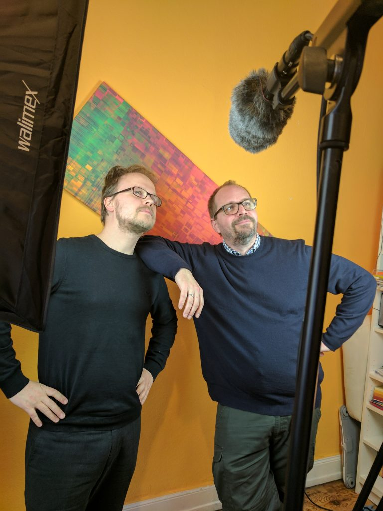 "Jöran Muuß-Merholz and Jan Neumann during the shooting of the video (Photo under <a href=""https://creativecommons.org/licenses/by/4.0/"">CC BY 4.0</a> by Karoline Oakes, OERinfo"