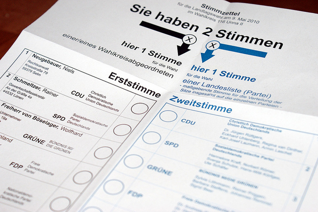 """Stimmzettel zur Landtagswahl. Foto """"Landtagswahl NRW 2010"""" von Awaya Legends unter CC BY-SA 2.0."""