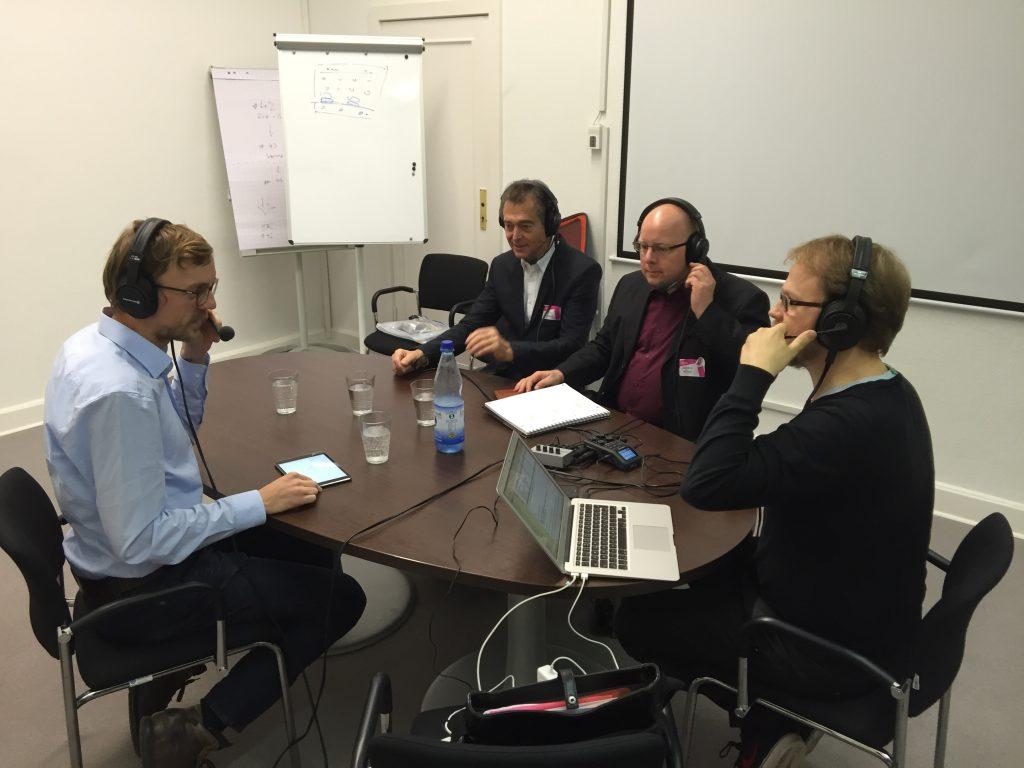 Beim Podcasten, Foto von Valentin Mu?nscher (WMDE) unter CC BY 4.0