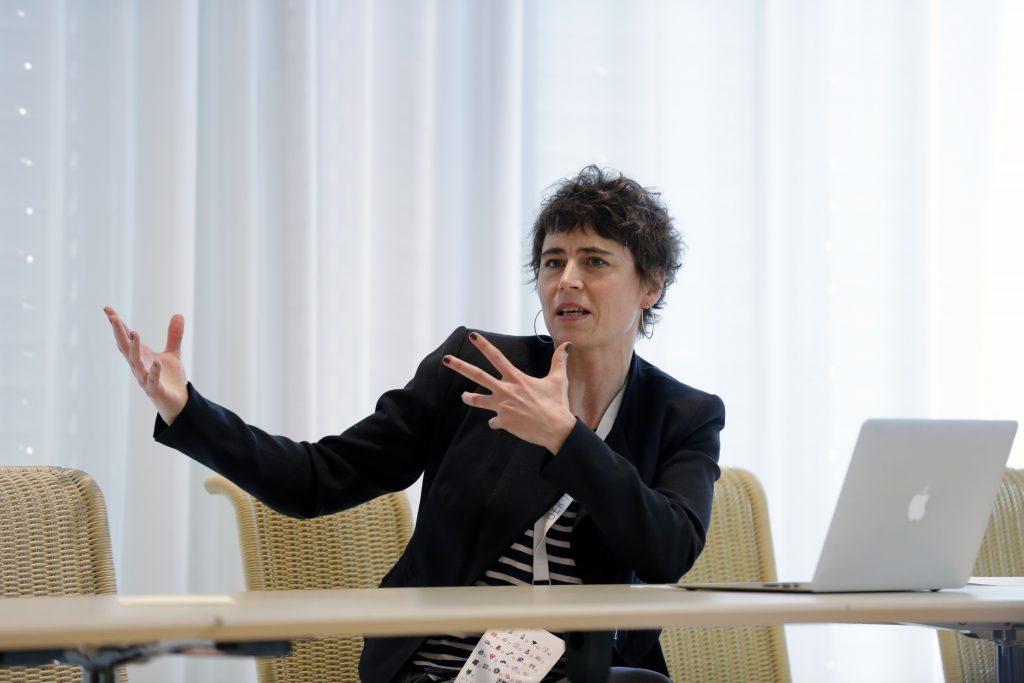 """Panel PaD13 """"Die Bedeutung von OER in der öffentlich geförderten Weiterbildung"""" , hier mit Nina Oberländer von der Bremer Volkshochschule"""
