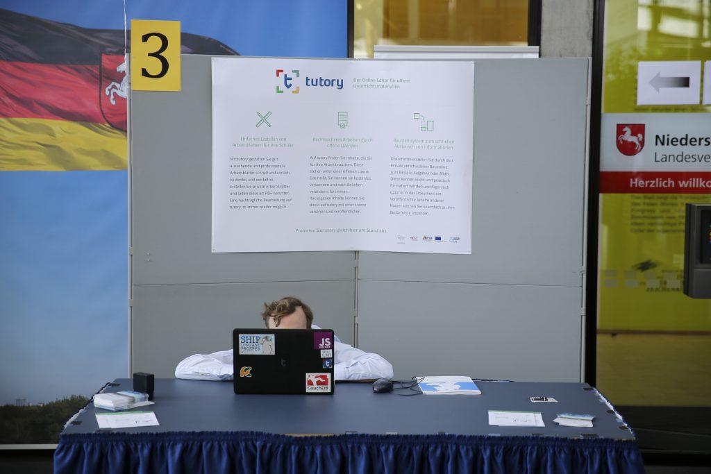 Letzte Vorbereitungen am Stand von tutory.de