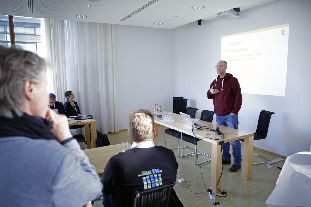 """Panel PaB14 """"Best Practice: OER und informelle Bildung"""", hier mit Guido Brombach"""