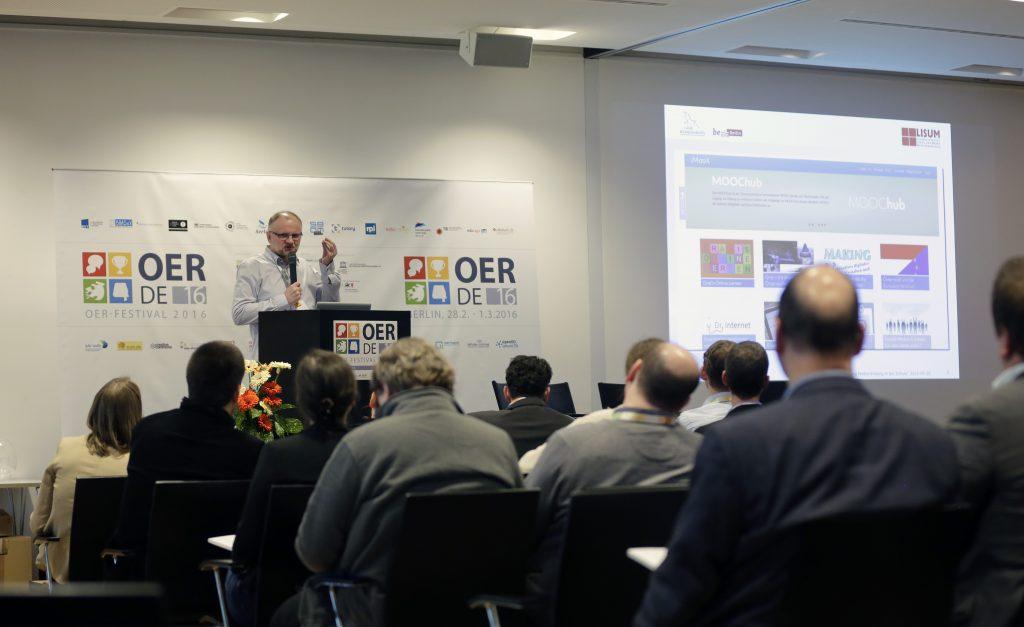 """Panel PaA14 """"IT-Infrastrukturen für die Vernetzung von Bildungseinrichtungen und die Verwaltung von OER"""", hier mit Henry Freye"""