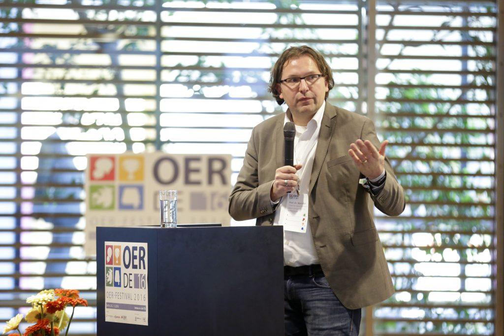 """Panel PaA15 """"Ein Blick ins Ausland: Was lässt sich für die Etablierung von OER von anderen Ländern lernen?"""", hier mit Marco Kalz Professor of Open Education an der Open Universiteit"""