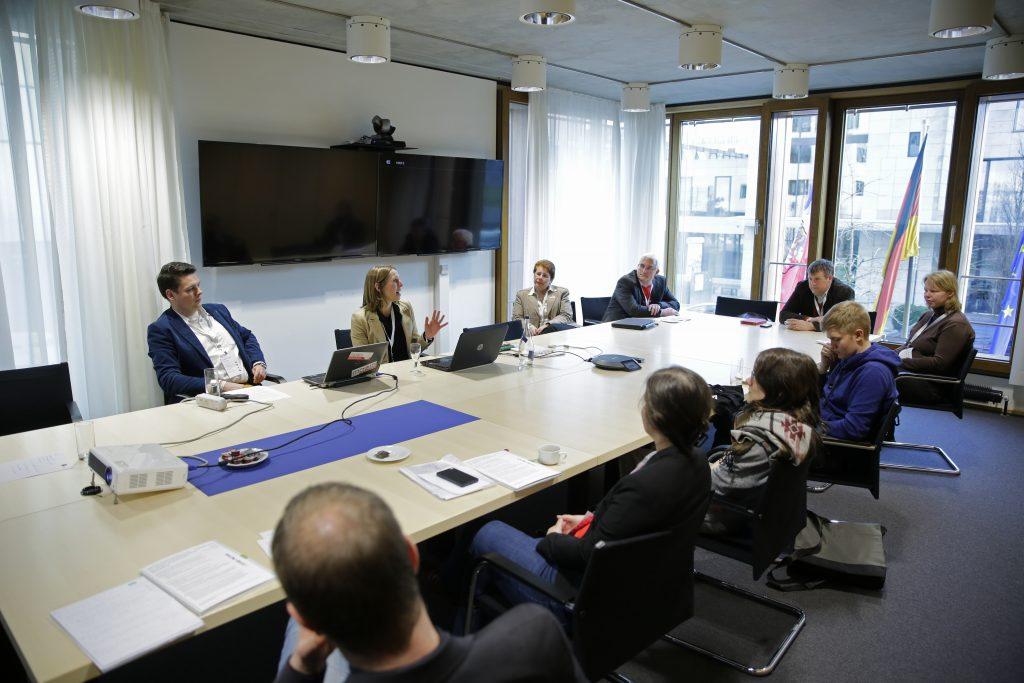 """Panel PaE16 """"Fernstudium mit OER neu denken – Beispiele aus Studienvorbereitung, non-formaler und akademischer Weiterbildung"""""""