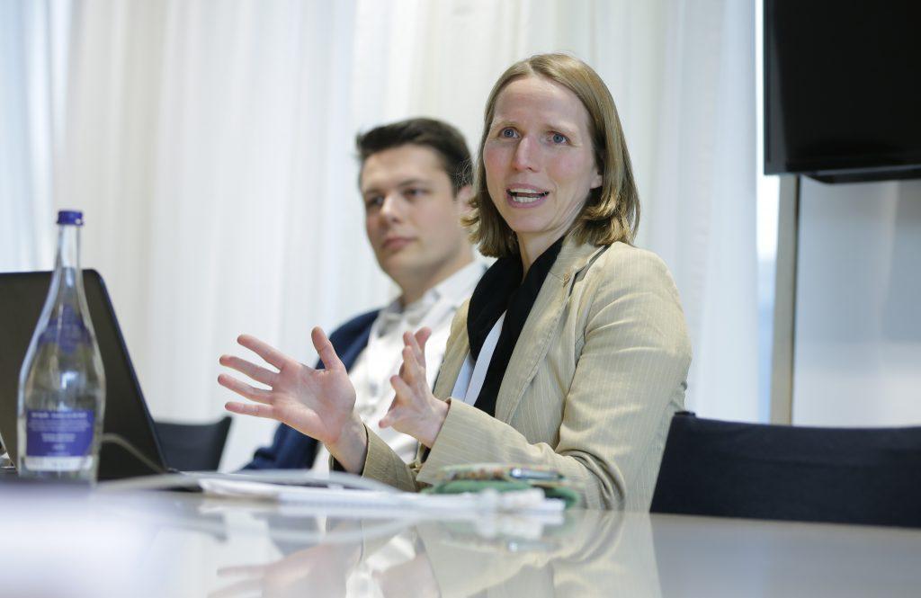 """Panel PaE16 """"Fernstudium mit OER neu denken – Beispiele aus Studienvorbereitung, non-formaler und akademischer Weiterbildung"""", hier mit Nele Hirsch"""