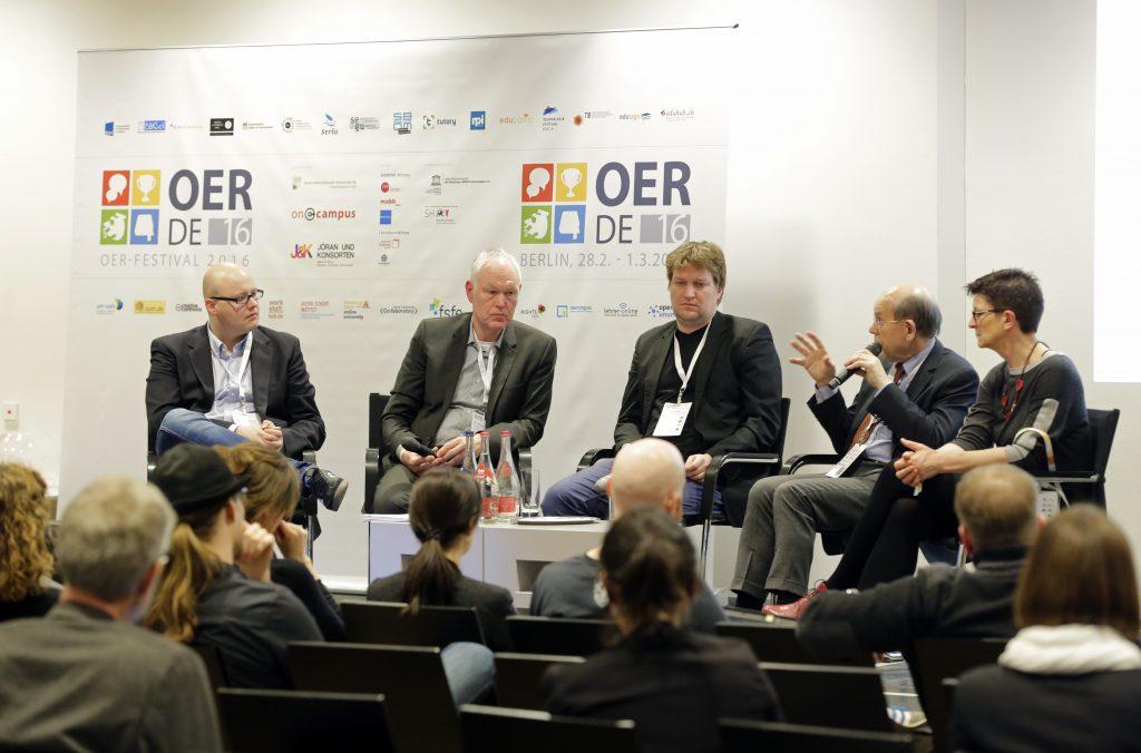 """Panel PaA16 """"OER-Politik: 16 Länder, Deutschland und Europa"""" mit Leonhard Dobusch, Michael Kaden, Christian Heise, Walter Hirche, Saskia Esken, SPD"""