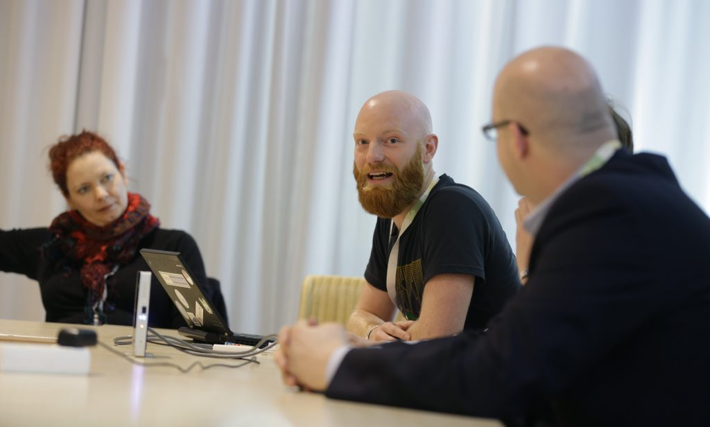 """Panel PaD17 """"Software als OER"""" mit Annett Zobel, Sebastian Seitz, Thomas Hoyer (verdeckt) und Leonhard Dobusch"""