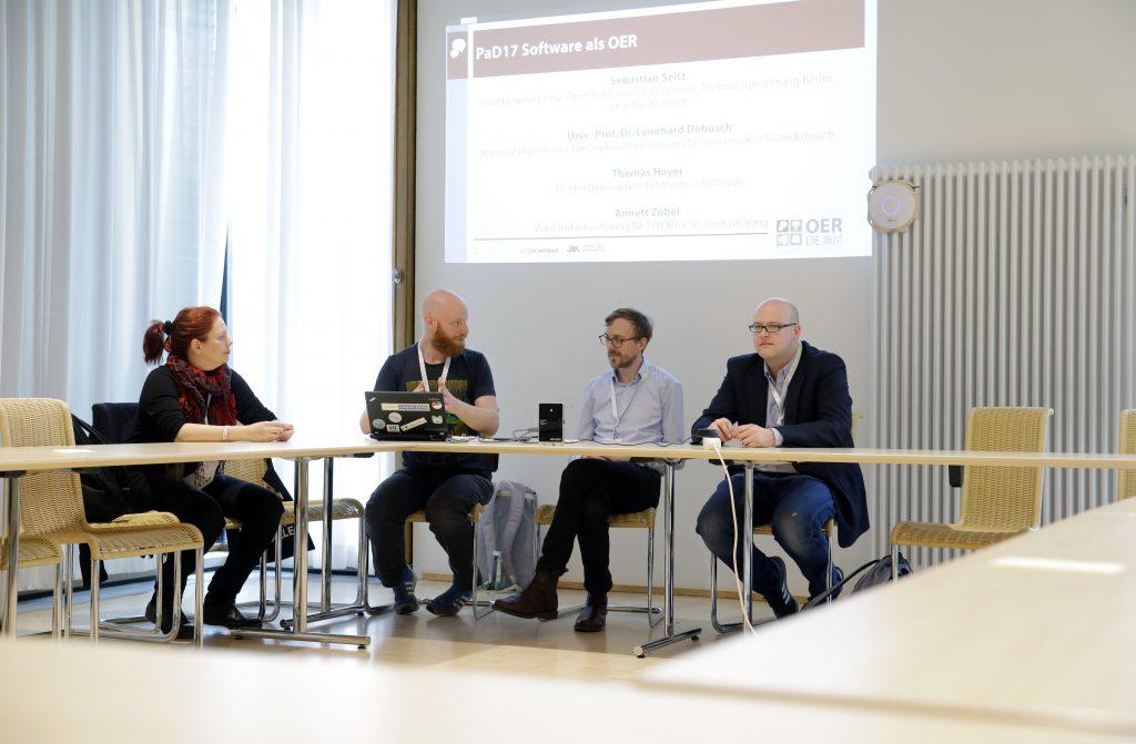 """Panel PaD17 """"Software als OER"""" mit Annett Zobel, Sebastian Seitz, Thomas Hoyer und Leonhard Dobusch"""