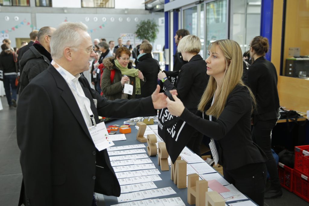 Registrierung, auch für Prof. Rolf Granow, Geschäftsführer des Co-Veranstalters Oncampus
