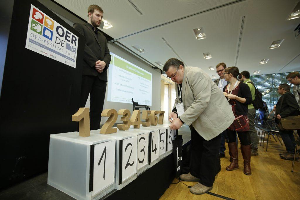 Finale beim fOERder-Award: Abstimmung des Publikums mit OERe.