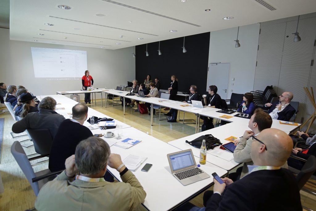 """Panel PaC11 """"OER und MOOCs: Offene Online-Kurse für viele offen lizenziert – mooin und iMooX"""" mit Oncampus und iMooX, hier mit Anja Lorenz"""