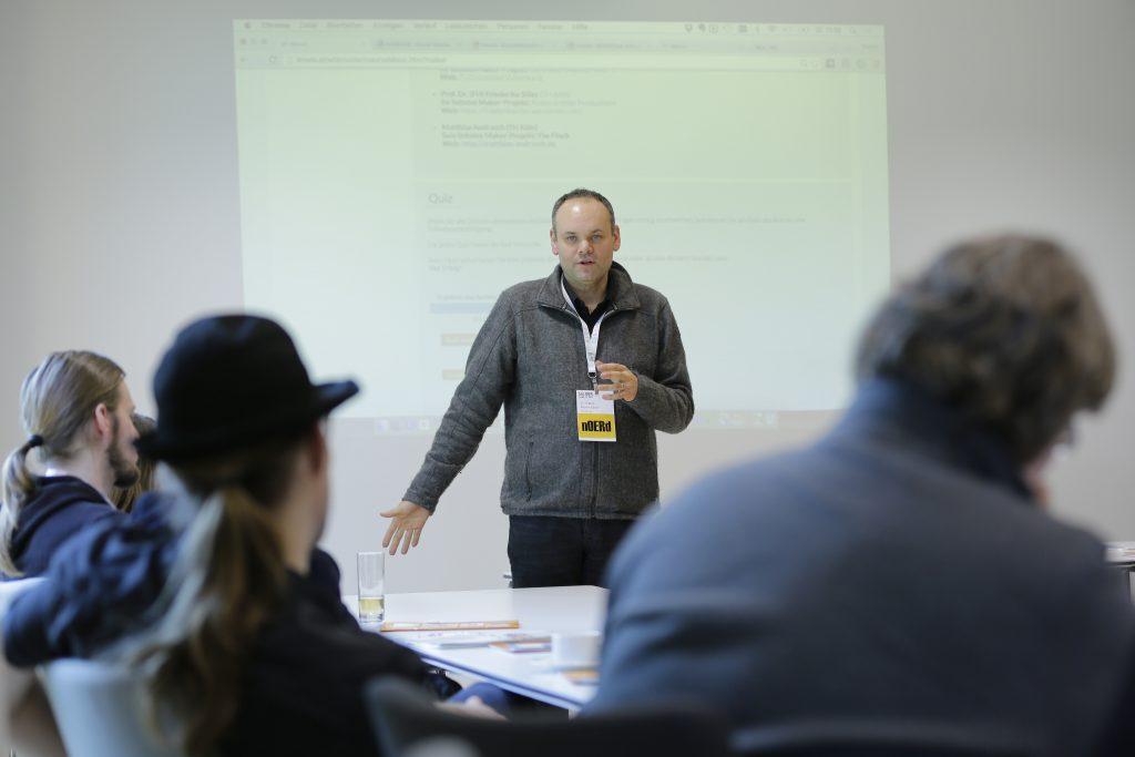 """Panel PaC11 """"OER und MOOCs: Offene Online-Kurse für viele offen lizenziert – mooin und iMooX"""" mit Oncampus und iMooX, hier mit Martin Ebner"""