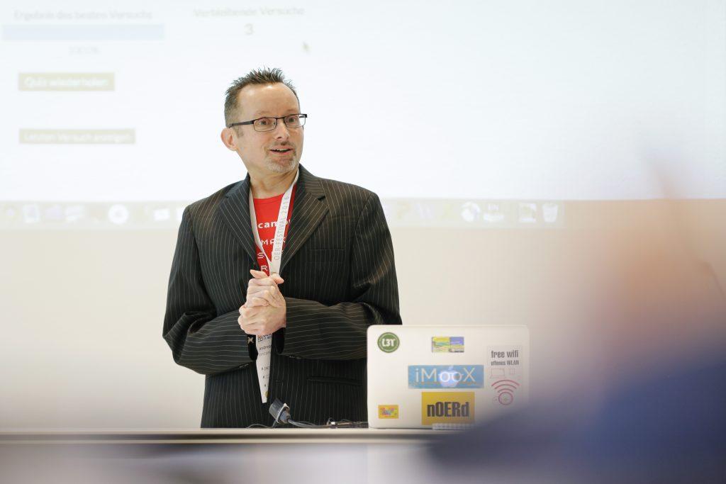 """Panel PaC11 """"OER und MOOCs: Offene Online-Kurse für viele offen lizenziert – mooin und iMooX"""", hier mit Andreas Wittke von Oncampus"""