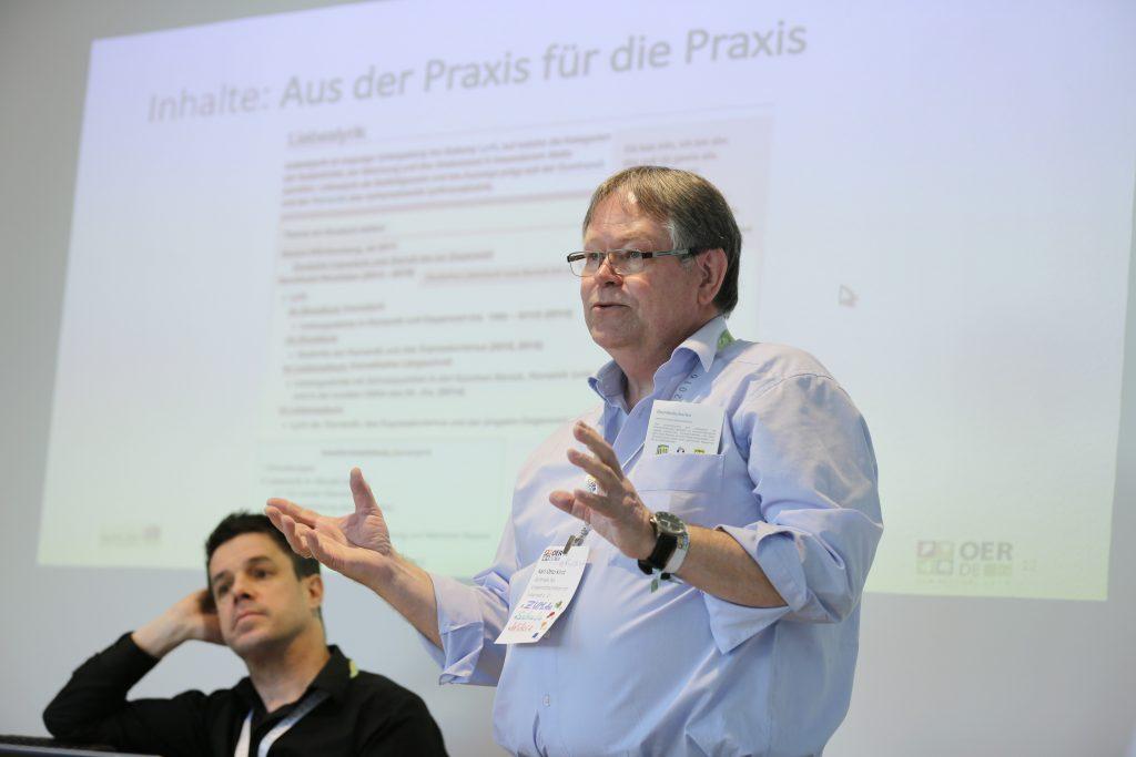 """Karl Kirst von der Zentrale für Unterrichtsmedien im Internet e.V. auf dem Panel PaB12 """"Best Practice: OER und Schule"""""""