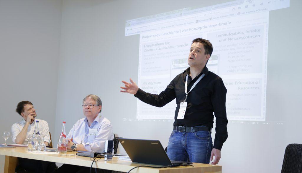 """Christoph Pallaske von segu Geschichte auf dem Panel PaB12 """"Best Practice: OER und Schule"""""""