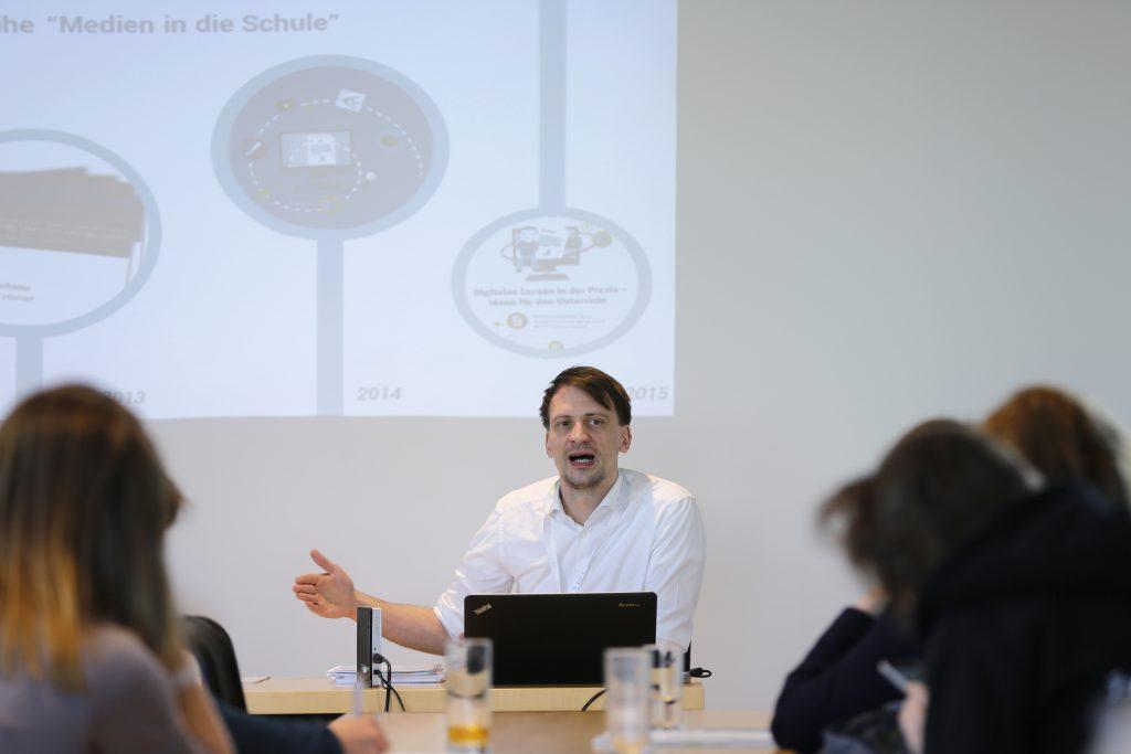 """Björn Schreiber auf dem Panel PaB12 """"Best Practice: OER und Schule"""""""