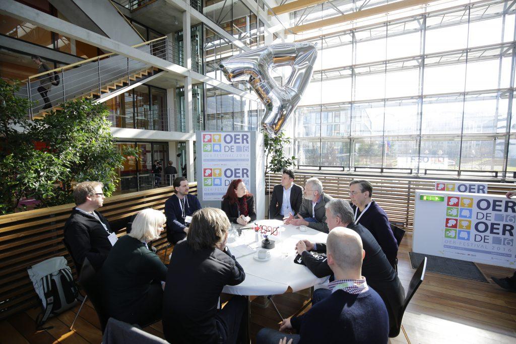 """Thementisch TeA12 """"Infrastruktur für OER in Deutschland? Ein Konzeptvorschlag anhand der Machbarkeitsstudie für eine OER-Infrastruktur des BMBF"""" powered by Deutscher Bildungsserver"""
