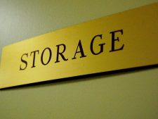 """Schild mit Aufschrift """"Storage"""""""