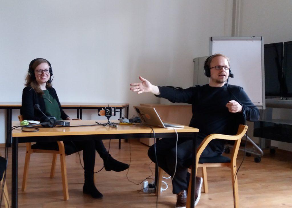 Podcast-Live-Session mit Pia Honikel (openUP) und Jöran Muuß-Merholz (OERinfo) von Gabi Fahrenkrog für OERinfo unter CC-BY 4.0