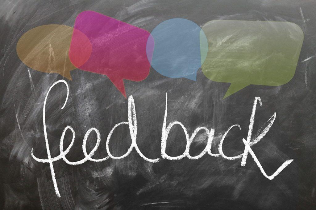 """<a href=""""https://pixabay.com/de/feedback-r%C3%BCckmelden-tafel-1825508/"""">Grafik</a> unter <a href=""""https://creativecommons.org/publicdomain/zero/1.0/legalcode"""">CC0 </a>"""