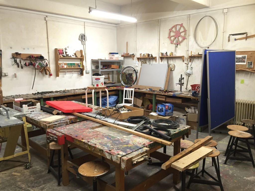 OERcamp – eine Werkstatt als Workshopraum (Wir räumen noch auf!) Foto unter CC BY 4.0 by Jöran Muuß-Merholz